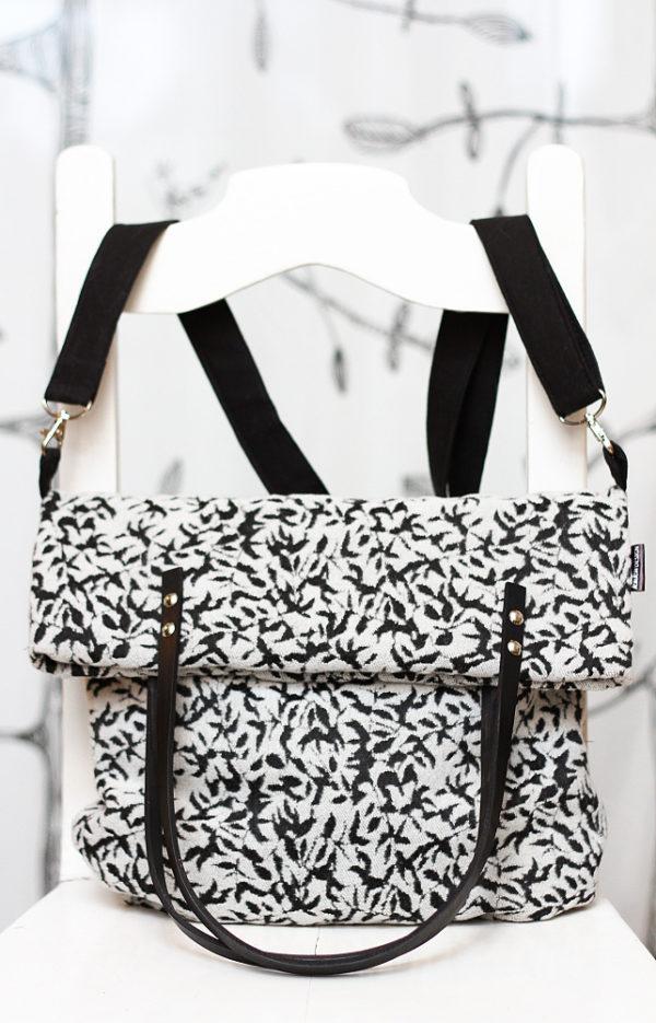 květovaná kabelka taška